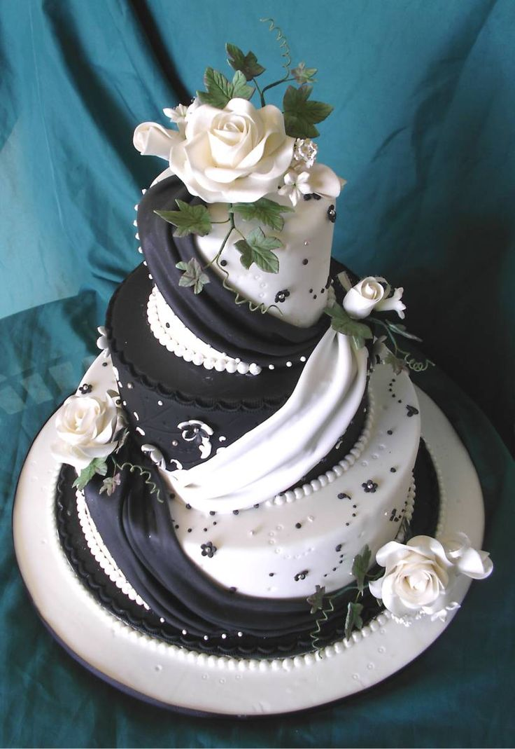 What An Awesome Wedding Cake Now If Only It Was Dark Blue Instead Of Black Cool Cakeswedding Stuffbaking