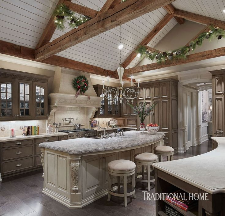 Harmonious Holiday Hues in a Midwestern Home | Traditional Home
