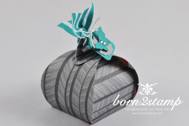 """Hübsch verpackt: Das Kästchen wird ganz einfach mit Hilfe der Thinlits Stanze """"Zierschachtel für Andenken"""" gebastelt.   #stampinup #Schmetterling #Stanze #Verpackung #basteln #stempeln"""