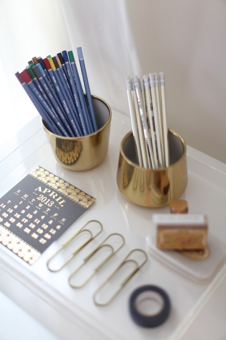 gold desk accessories layout lighting theme. Black Bedroom Furniture Sets. Home Design Ideas