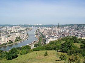 Capitale de la Haute-Normandie, Rouen concentre un nombre important d'activités.Ses industries, son port international et ses milliers de commerces font de Rouen une ville dynamique et attractive :