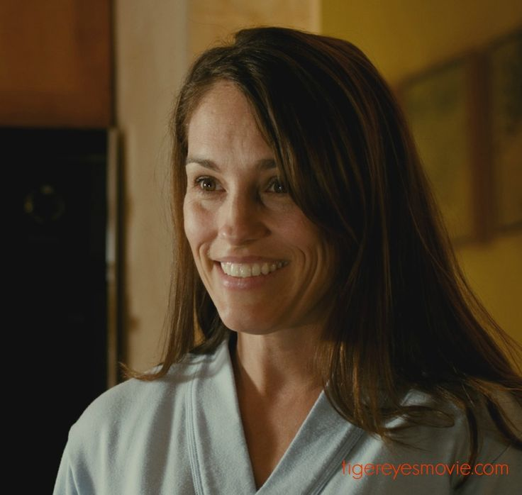 amy jo johnson gwen is an actress and musician she can