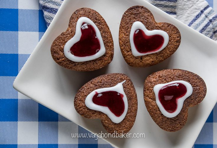 Runeberg Cakes (Runebergin Torttu) These cute little cakes are absolutely delicious: sweet, moist and lightly spiced with a heart of jam that's both inside and on top. Runeberg Cakes, or to give you their Finnish name 'Runebergin Tortut', are traditionally baked to celebrate the birthday...