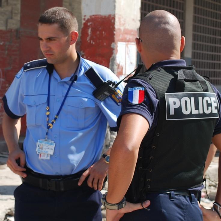 Francezii laudă şi felicită poliţiştii români