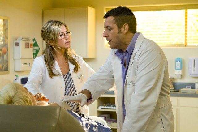 Still of Jennifer Aniston and Adam Sandler in Just Go with It (2011)