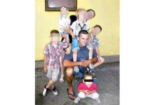 Baru lepas sejam bergambar lelaki ini culik rogol dan bunuh budak perempuan 3 tahun   SEORANG pedofilia merogol dan membunuh seorang budak perempuan berusia tiga tahun hanya selepas sejam dirakamkan bergambar bermain bersama dengan mangsa di parti hari jadi kanak-kanak.  Vladica Rajkovic dipenjara selama 40 tahun selepas menculikAngjelina Stefanovic.  Susulan penahanan tersebutRajkovic 28 membuat pengakuan kepada polis bahawa dia turut membunuh perempuan simpanannya kerana wanita tersebut…