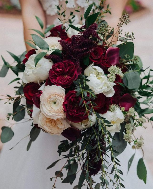 Pin By Red Roses Inspiration On Wedding In 2020 Wedding Bouquets Bride Flower Bouquet Wedding Wedding Flowers