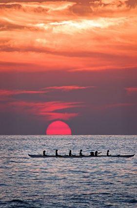 Kona sunset - canoe.