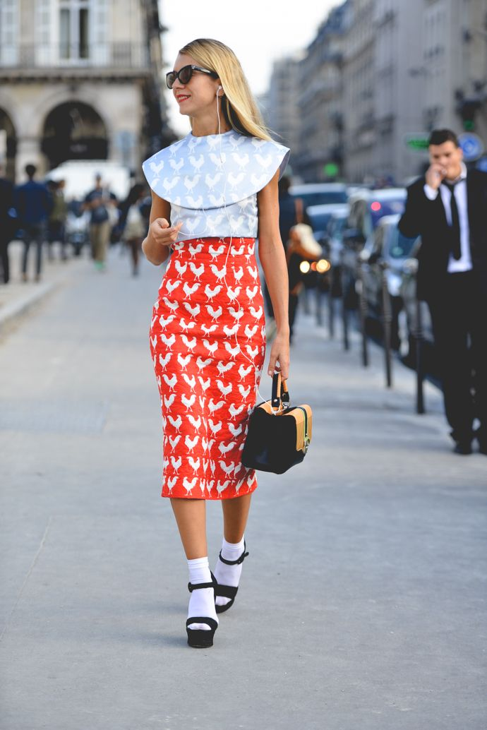 major. #NatalieJoos rocking that rooster print in Paris.