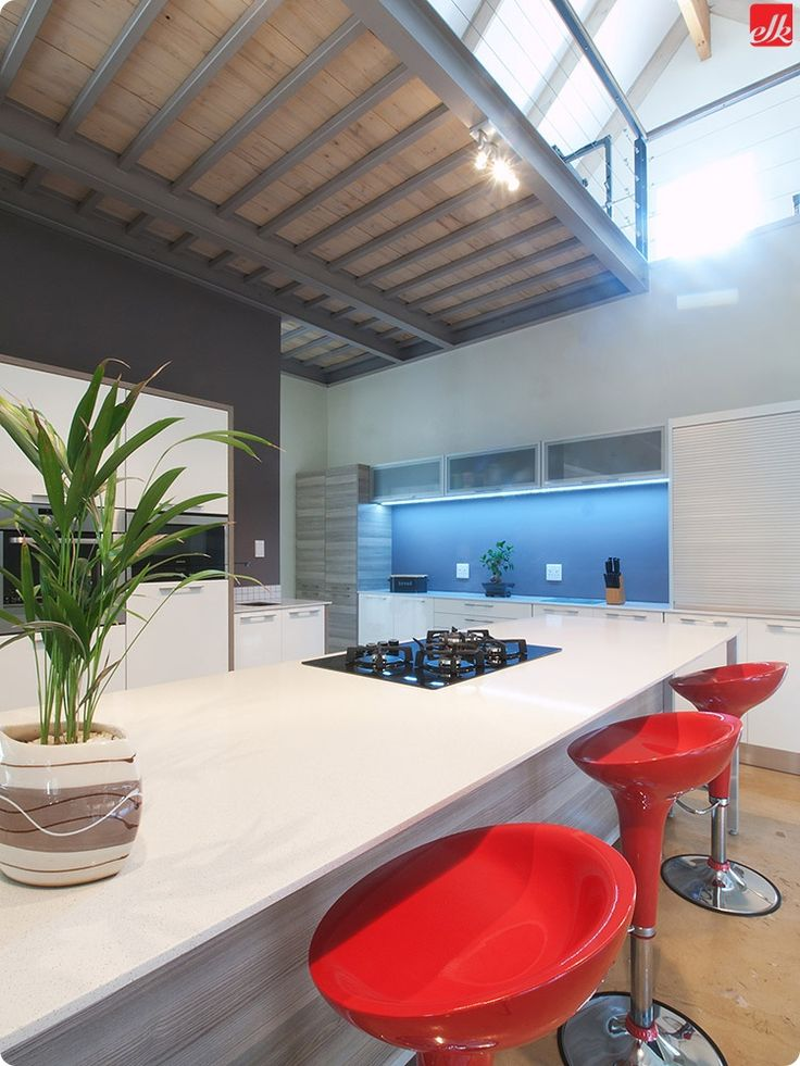 Contemporary kitchens have splashes of bright colour!