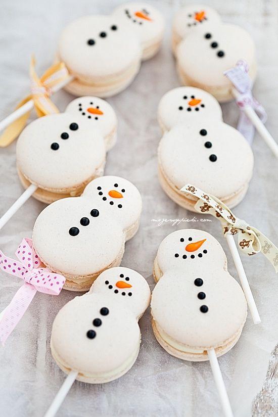Snowman macaron pops