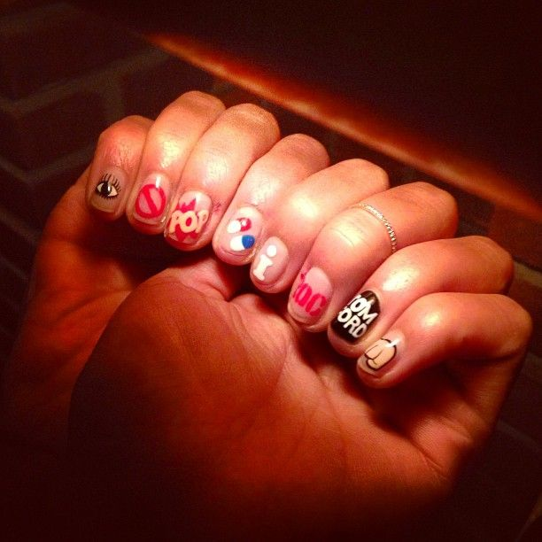I don't pop molly, I rock Tom Ford. Hannah Bronfman's rad nails.