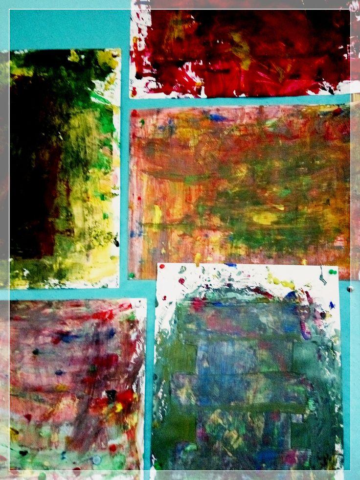 abstrakcja: rozcierane tekturą plamy farby