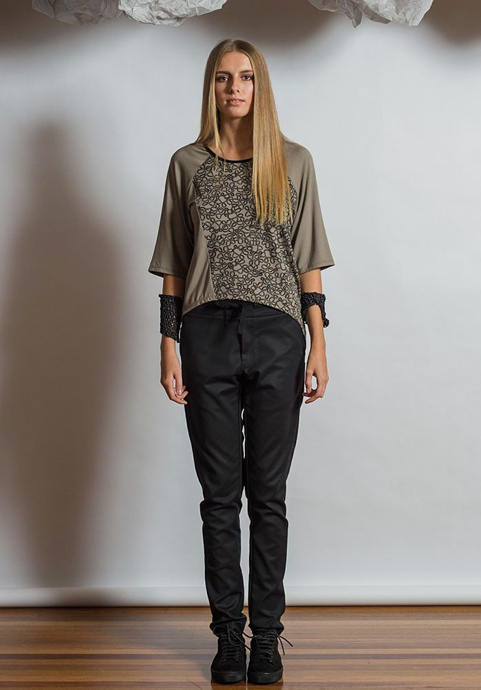 Loom Top taupe/taupe yarn – Australian made bamboo jersey. All Rant Clothing garments are ethically made in Brisbane Australia.  Sustainable Fashion