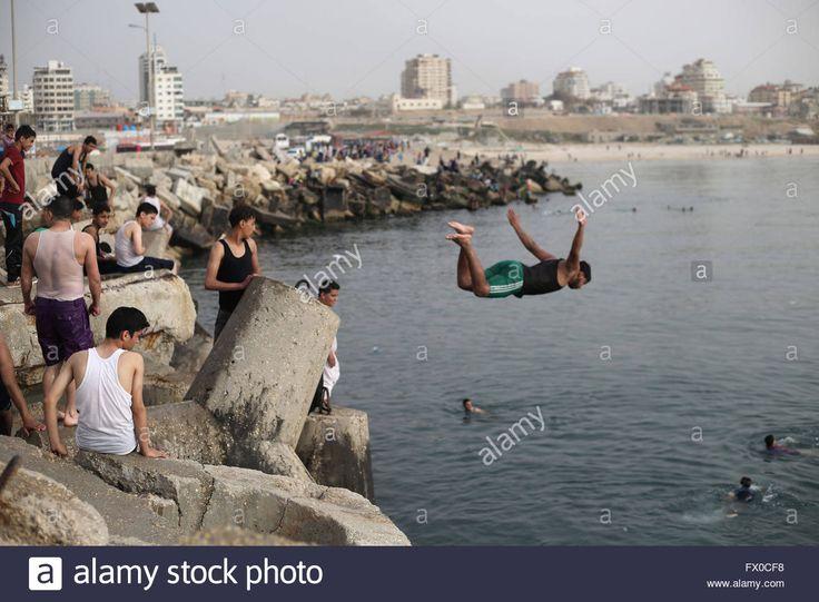 gaza-city-the-gaza-strip-palestine-9th-apr-2016-gazans-escape-from-FX0CF8.jpg (1300×956)