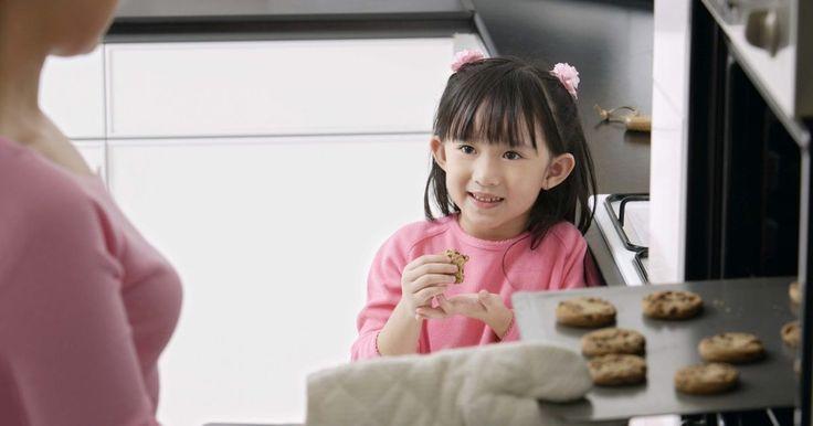 Sustitución para la melaza en las galletas. La melaza es un subproducto del procesamiento de las remolachas azucareras y las cañas de azúcar. Es una sustancia oscura y espesa que se usa desde hace cientos de años como endulzante. Tiene más valor nutricional que el azúcar blanca o morena y tiene un sabor único. Muchas recetas de galletas usan melaza como un agente endulzante, pero a algunas ...