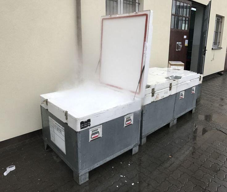 Kontenery do transportu suchego lodu do firm o pojemności od 250 kg do 500 kilogramów granulatu.  Najczęściej kupowany suchy lód dla firm to fi 16 milimetrów.