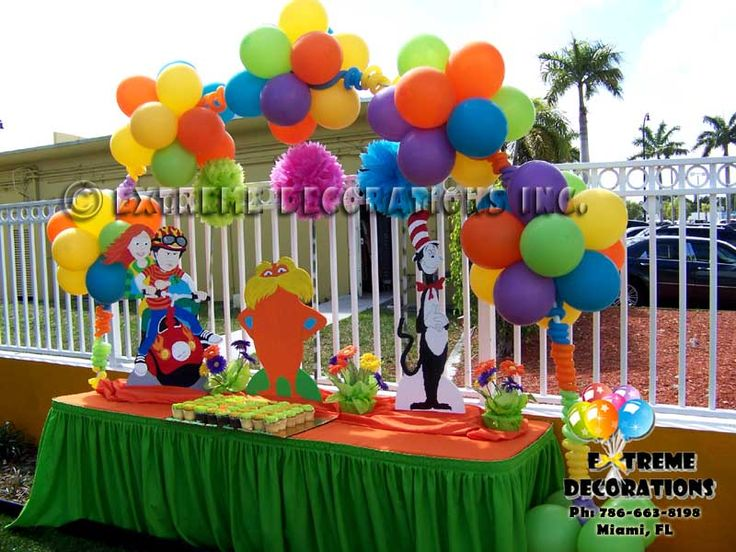 99 best images about the lorax party theme on pinterest for Balloon cake decoration