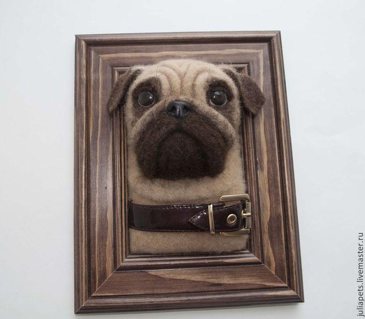 Купить или заказать Собака Мопс панно настенное в интернет-магазине на Ярмарке Мастеров. Мопсы это удивительная порода собак - выразительный взгляд, милое похрюкивание, а складки на мордашке...Надеюсь, и Вас порадует это создание. Панно объемное, изготовлено из шерсти методом сухого валяния. Может стать необычным подарком для любителей этой породы, милым интерьерным украшением.