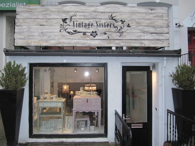 BREMEN, GERMANY; Vintage Sisters run by two sister-in-laws.  Their blog is in German, English and Portuguese!