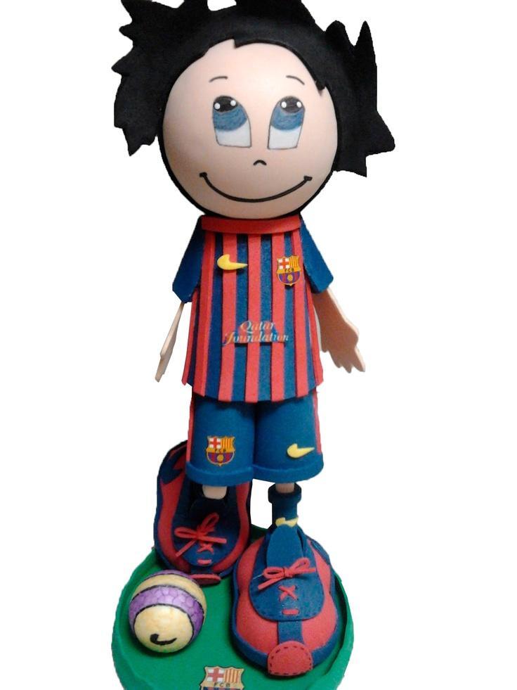 Fofucho jugador FC Barcelona 2012/2013 de apróximadamente 25cm de altura.  Disponible también en 35cm y 50cm de altura.  Regalo ideal para los aficionados culés. Personaliza  a tu fofucho con tu jugardor blaugrana favorito.