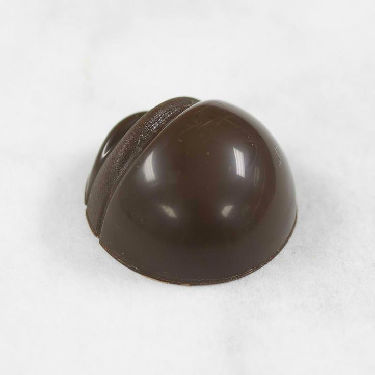 DARK CHOCOLATE - SALTED ORANGE CARAMEL Not chewy, not liquid, delicate flavors of oranges and a hint of Fleur de Sel. A step further in this traditional bonbon! Chocolate Bonbons are available only as part of our Assorted Boxes Visit us @ http://shop.acacaoaffair.com/