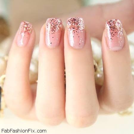 Beauty: Glittery Nails Trend