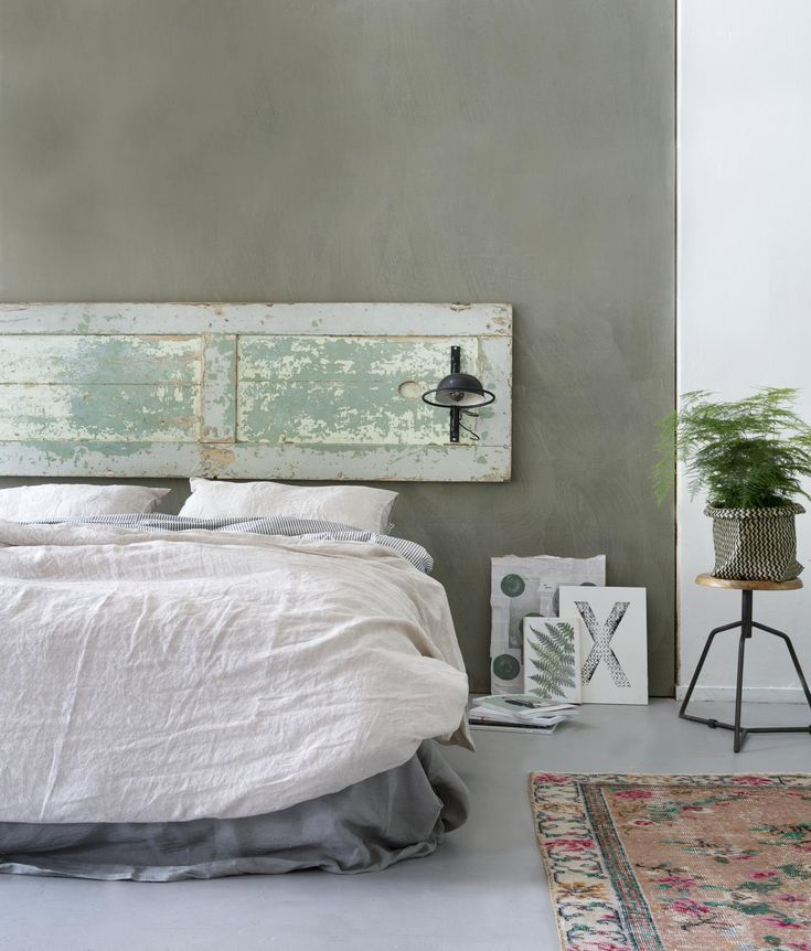 Old door as a new headboard | Styling Leonie Mooren | Photography Anouk de Kleermaeker | vtwonen August 2015
