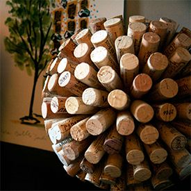 Tutorial/DIY - Turn your leftover wine corks into a beautiful decorative cork ball.