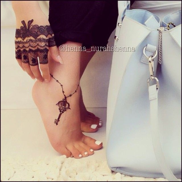 Lace glove and an anklet. Love! | Henna | Pinterest ...