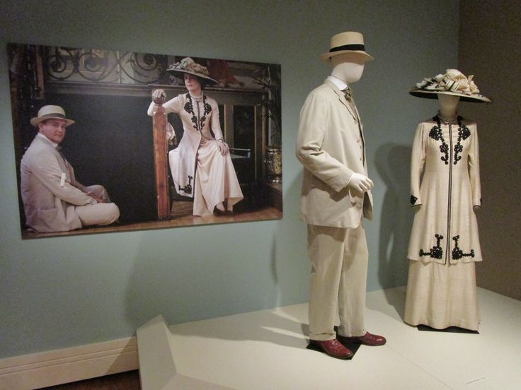 2016-08-26 Taft Museum Downton Abbey Exhibit - Robert and Cora Crawley's costumes (Season 1)