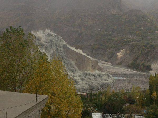 Un séisme de magnitude 7,7 a secoué lundi plusieurs pays d'Asie du Sud, a annoncé l'Institut américain de géologie (USGS), précisant que l'épicentre se trouvait dans le nord de l'Afghanistan. Le département pakistanais de météorologie a évalué à son tour...