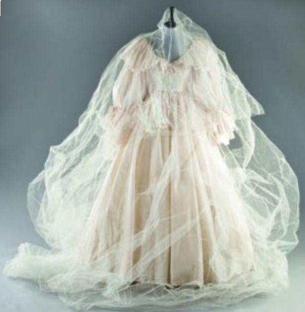 17 Best Images About Princess Dianas Wedding Dress On Pinterest
