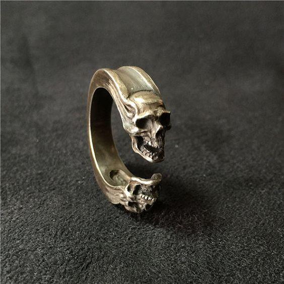 calaveras moda con anillos
