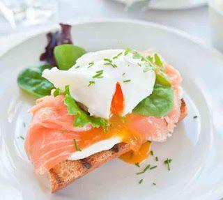 La mia cucina: Uova in camicia con salmone affumicato