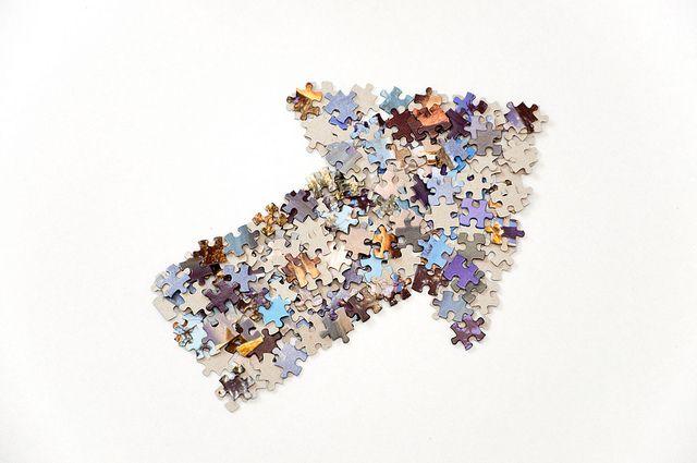 Thick arrow made from jigsaw puzzle pieces   Flickr: Intercambio de fotos
