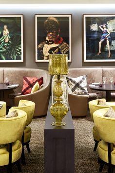 Kelly Hoppen reforma chalé situado em uma estância de esqui de luxo na Suíça. A designer transformou o antigo projeto em um espaço elegante e aconchegante.
