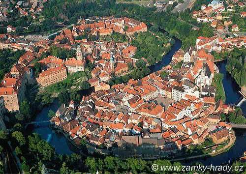 The Tribune had a blurb on Chesky Krumlov which really gave me fond memories...