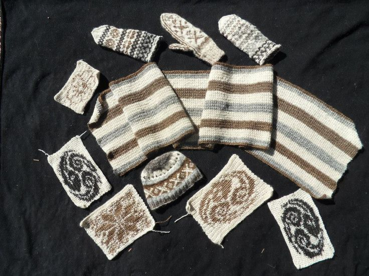 Mittens, scarfs and rectangular shapes.