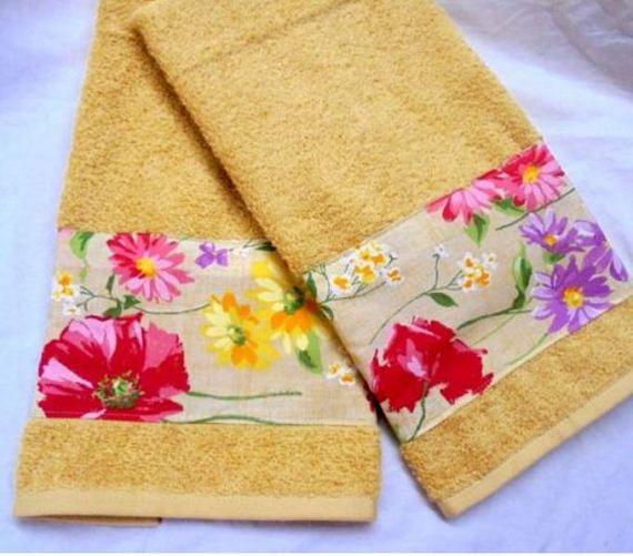 MARINAS Field  1 Set 2-Custom Decorated Cream Hand Towels
