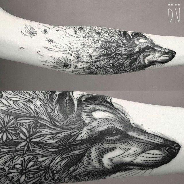 Tatuajes de lobos Descubre las mejores fotos de Tatuajes de lobos   Los tatuajes de lobos son unos de los favoritos, sobre todo por los hombres. El lobo es un animal que simboliza la valentía y la fuerza y que es conocido por su espíritu salvaje y por ser