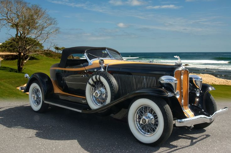 1932 Auburn Boattail Speedster-(Auburn Automobile Company Auburn, Indiana 1900-1936)
