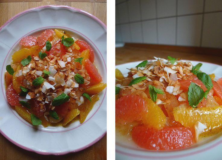Citrussalat med ristet kokos, mynte og lun vaniljesauce