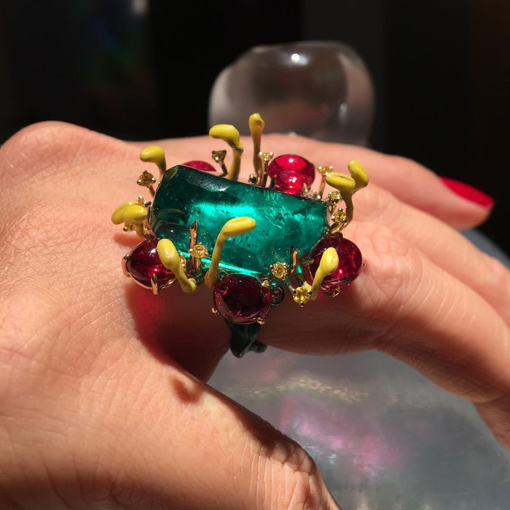 Suzanne Syz Colombian emerald ring
