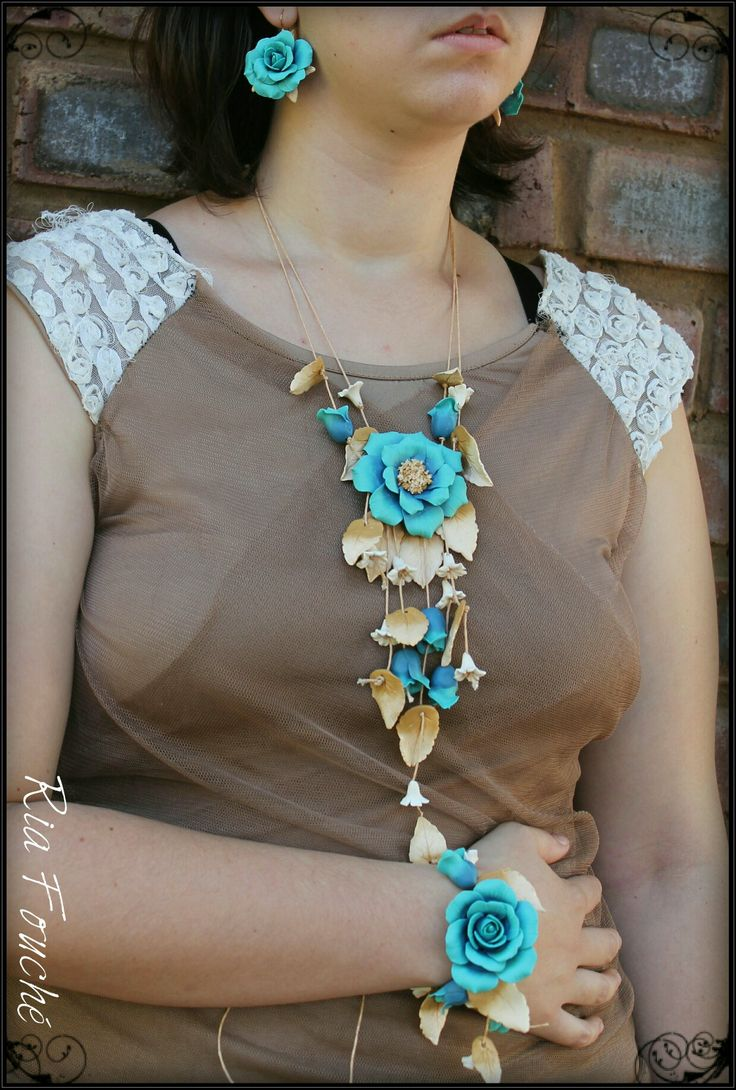 Open rose set in turquoise, browns and cream