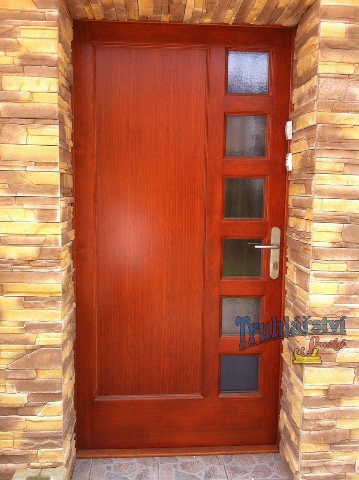 Dveře vchodové, jednokřídlé kazetové, rámová zárubeň, smrkové, nástřik silnovrstvá lazura