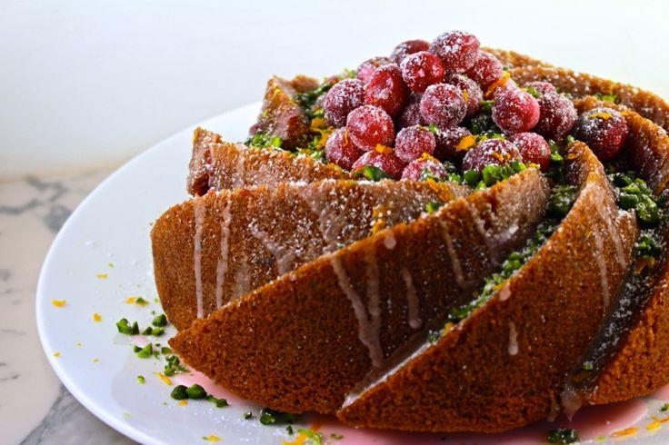 Deze cranberry tulband is gewoon goddelijk: smeuïg, aromatisch, zoet, en prachtig om naar te kijken. De ideale afsluiter van een feestmenu!