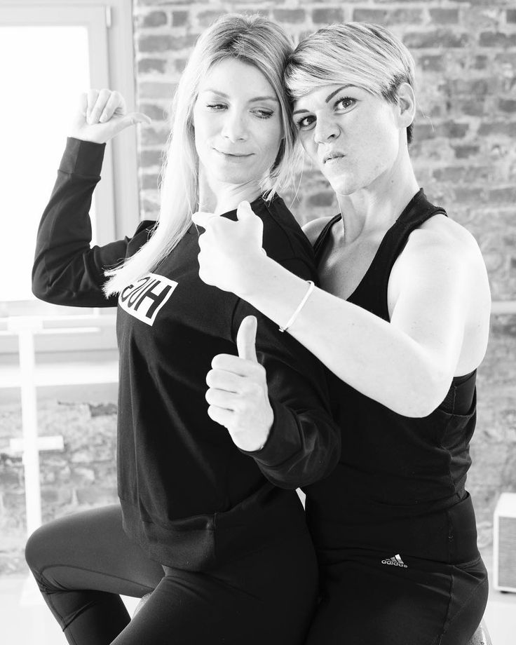 Because we have fun   @youpila.company  ____________________________________  #team #vibes #spirit #copycats are #fuel for #us #youpilacompany #düsseldorf #hamburg #barreworkout #pilates #fitgirls #fitfam #urban #cool #lessismore #black #industrial #style #original #professionals #strong #tough #workout #healthy #lifestyle #sofly #corneliadingendorf @susy4685