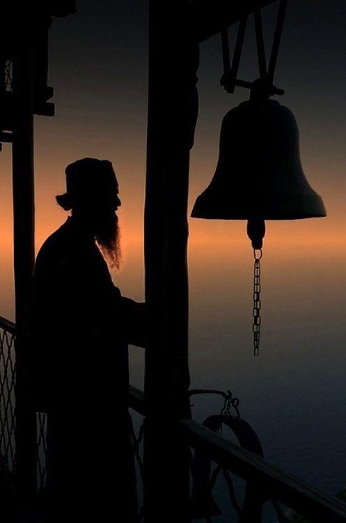 καλόγερος στο Άγιον Όρος - monk on Mount Athos, Greece