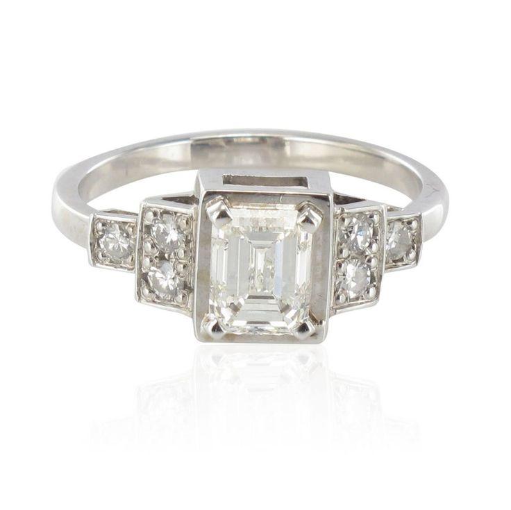 Bague diamant taille émeraude et diamants brillants. Bijou neuf de création Baume inspiré des bagues Art déco.
